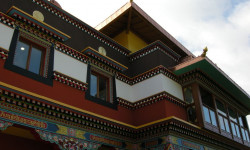 Temple Bouddhiste tibétain de L 'erabe ling ,a  Roqueredonte (herault)