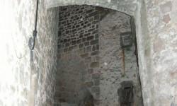 Joncels,village medieval: Auberge ,d'un genre pas habituel,regardez….